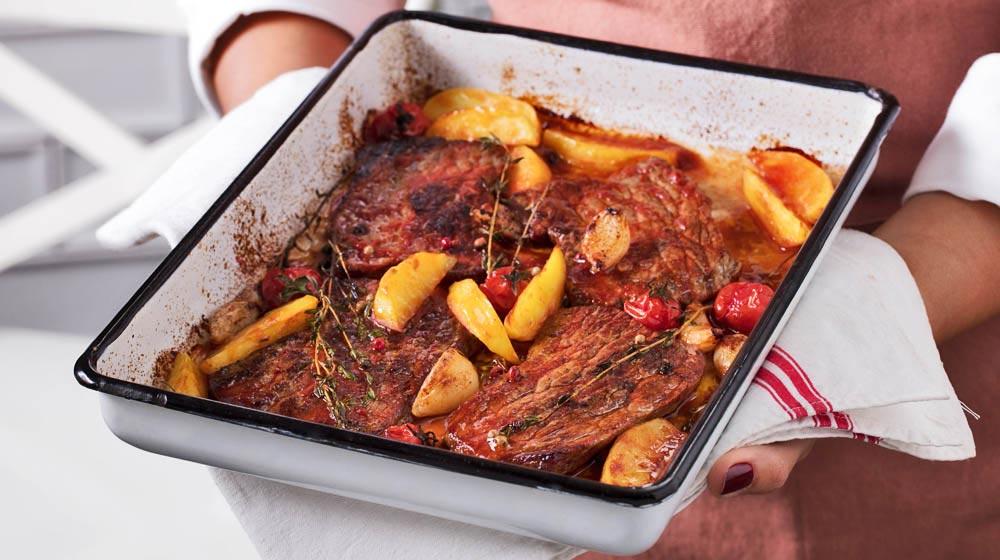 Fırında Patatesli ve Kekikli Biftek