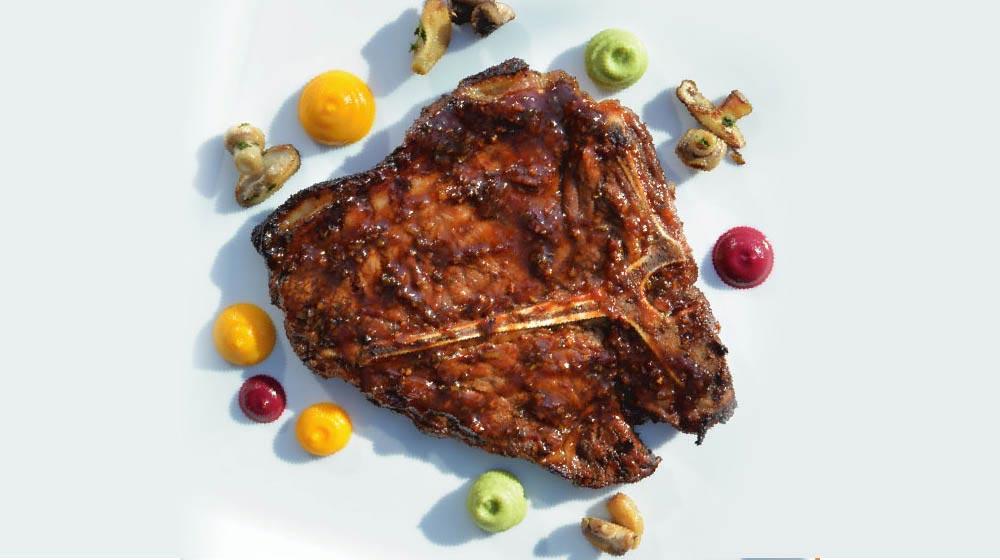 Füme Barbekü Soslu Izgara Dry Aged Tbone Steak ile Sebze Püreleri ve Yaban Mantarları